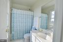 Sun filled bath! - 38814 BOCA CT, WATERFORD