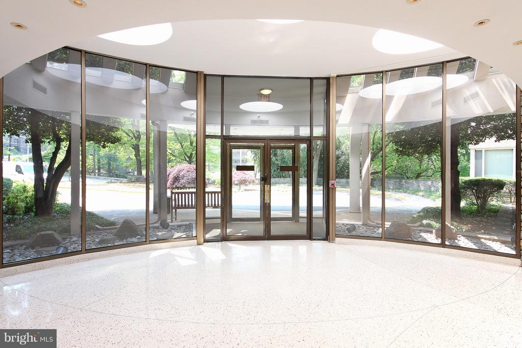 Welcoming Lobby and Welcoming Staff - 4101 CATHEDRAL AVE NW #1205, WASHINGTON