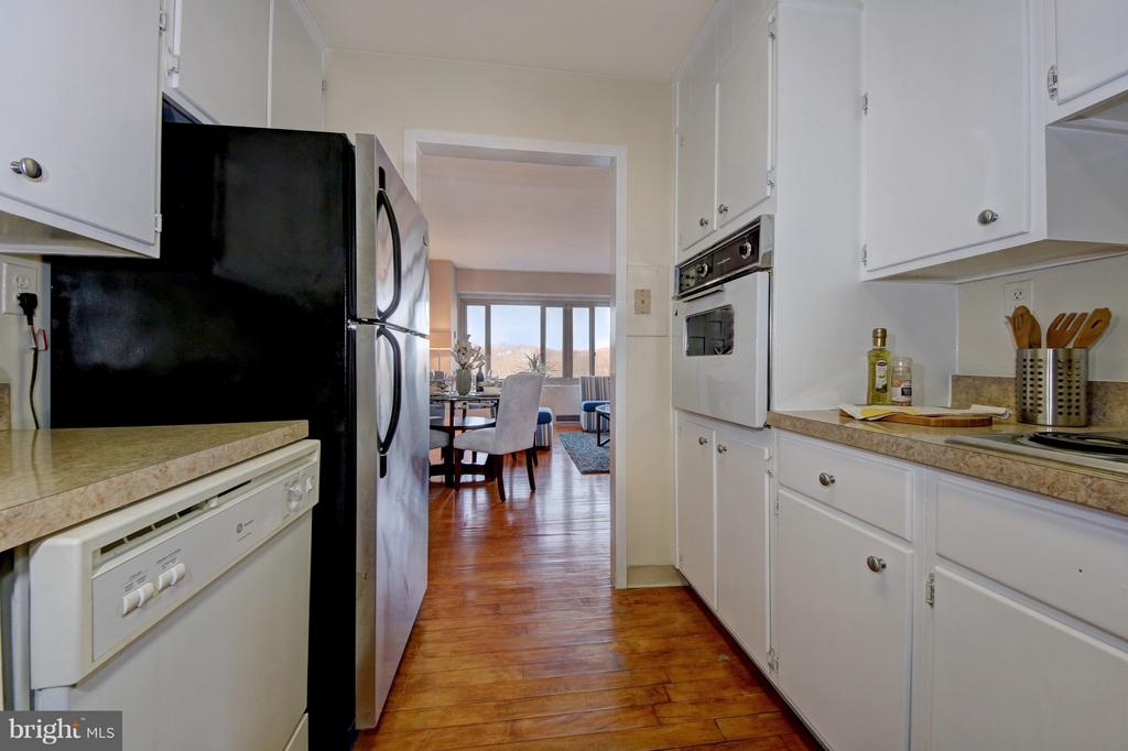 Loads of Cupboard Space - 4101 CATHEDRAL AVE NW #1205, WASHINGTON
