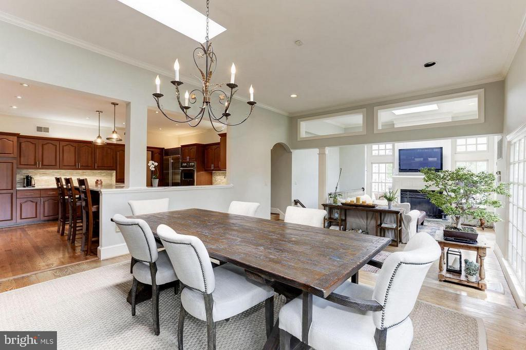 Casual Dining - 1001 MURPHY DR, GREAT FALLS