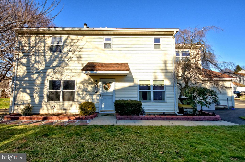 Частный односемейный дом для того Продажа на 164 WYNDMOOR Drive East Windsor, Нью-Джерси 08520 Соединенные ШтатыВ/Около: East Windsor Township