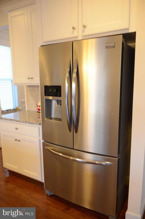 Upgraded French Door Refrigerator - 15106 ADDISON LN, WOODBRIDGE