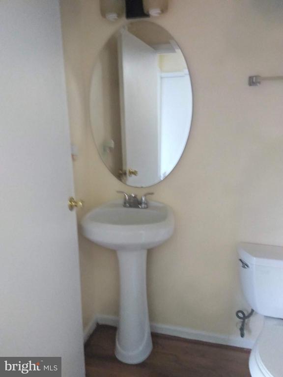Half Bathroom  main floor - 111 N GARFIELD RD, STERLING