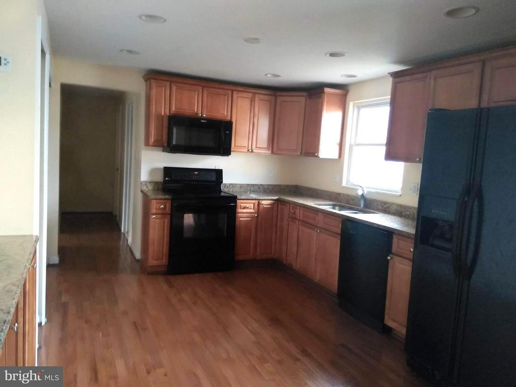 Kitchen - 111 N GARFIELD RD, STERLING