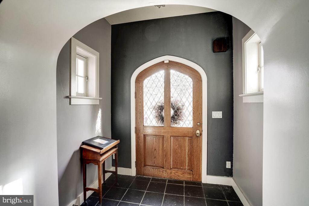FRONT DOOR INTERIOR - 40568 HIDDEN HILLS LN, PAEONIAN SPRINGS