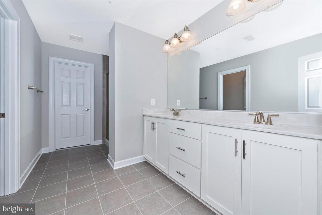 Double vanities in the master bath - 7800 OLD RECEIVER RD, FREDERICK
