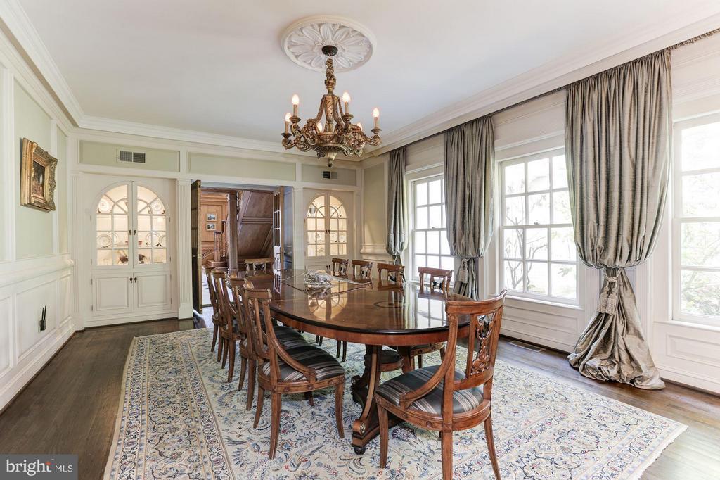Elegant embassy sized dining room - 1001 MURPHY DR, GREAT FALLS