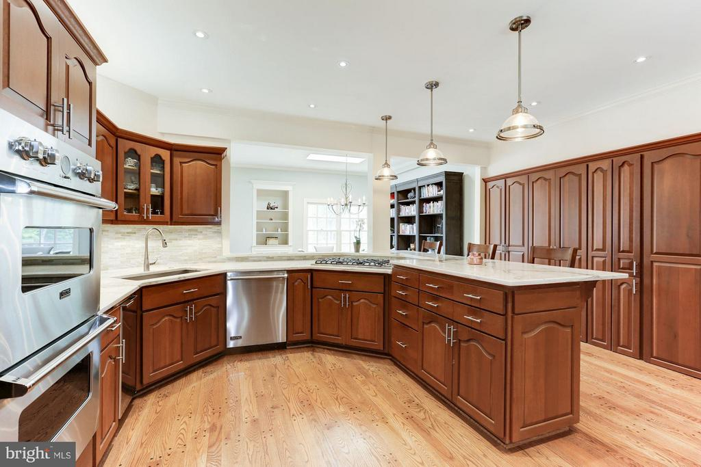 Well appointed kitchen - 1001 MURPHY DR, GREAT FALLS