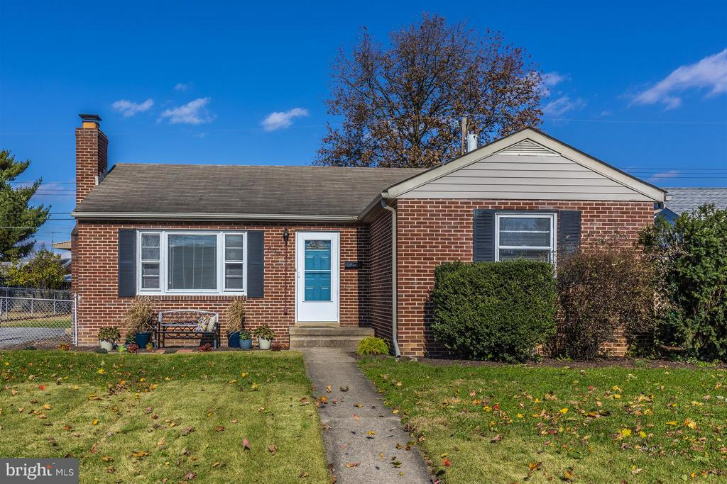 Welcome Home to 809 Shawnee Drive! - 809 SHAWNEE DR, FREDERICK