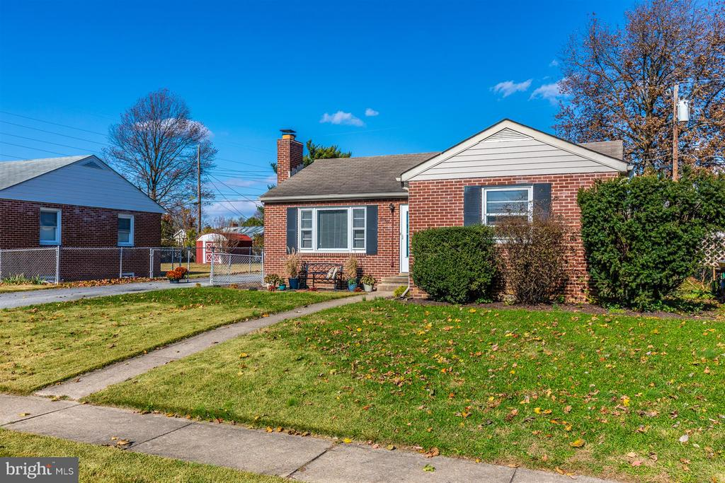 Established community with sidewalks. - 809 SHAWNEE DR, FREDERICK