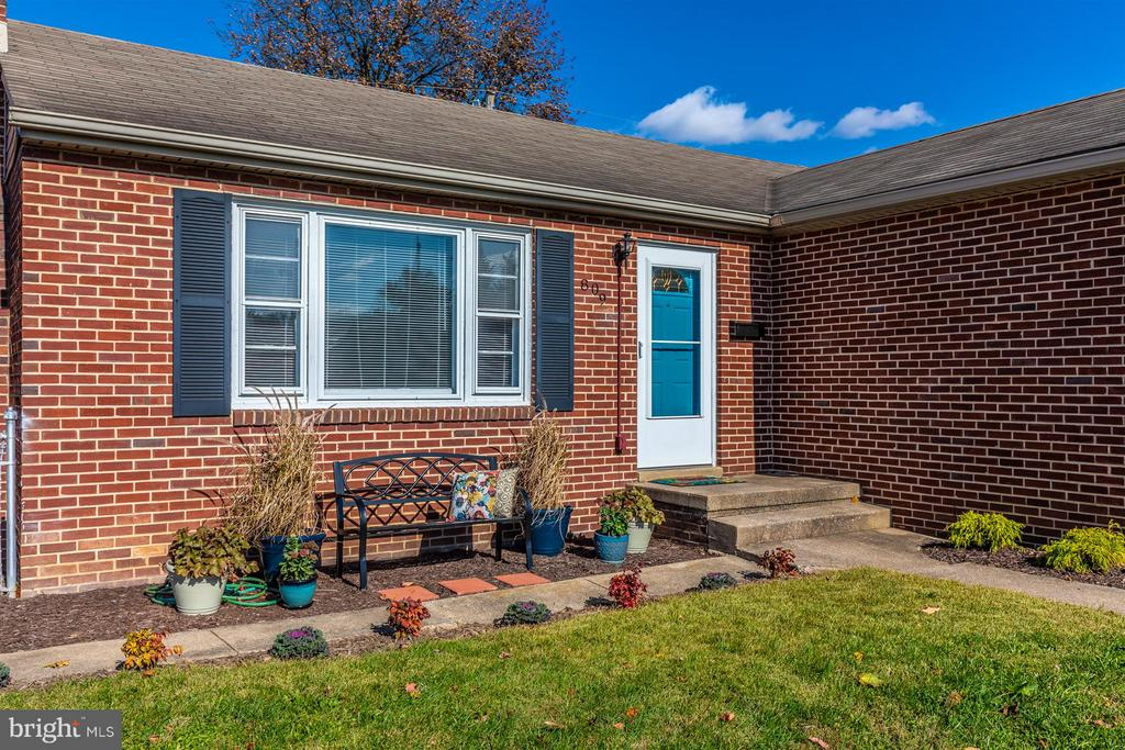 This cheerful little ranch awaits you! - 809 SHAWNEE DR, FREDERICK