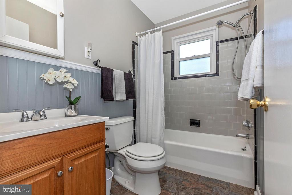 Full bath with ceramic tile & fresh easy colors. - 809 SHAWNEE DR, FREDERICK