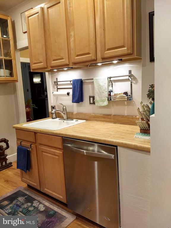 Plenty of room for storage and prep. - 1016 DOUGLAS ST NE, WASHINGTON