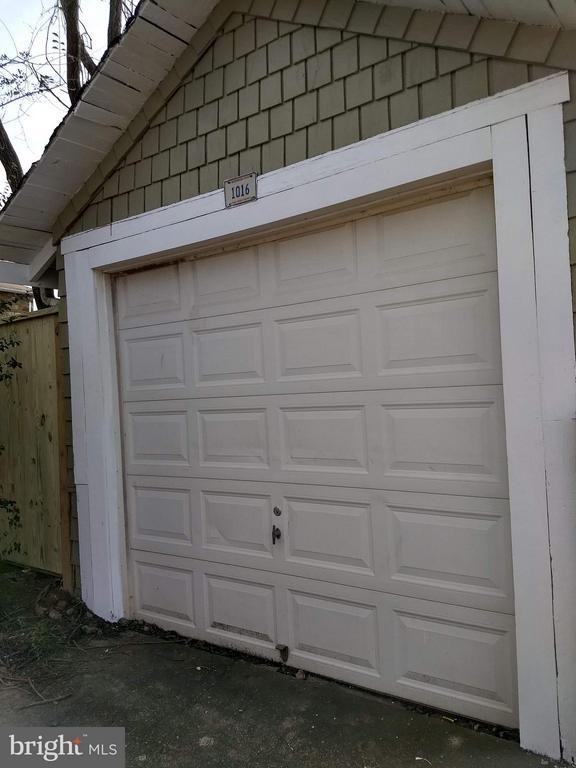 Garage - 1016 DOUGLAS ST NE, WASHINGTON