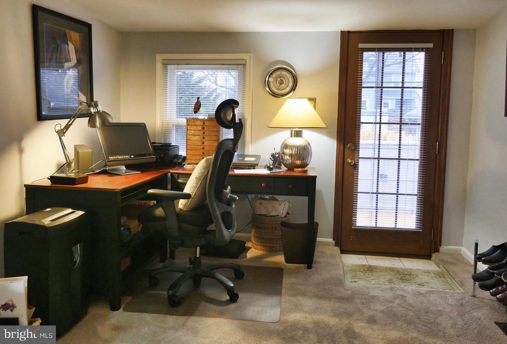 Home Office leads to deck. - 1016 DOUGLAS ST NE, WASHINGTON