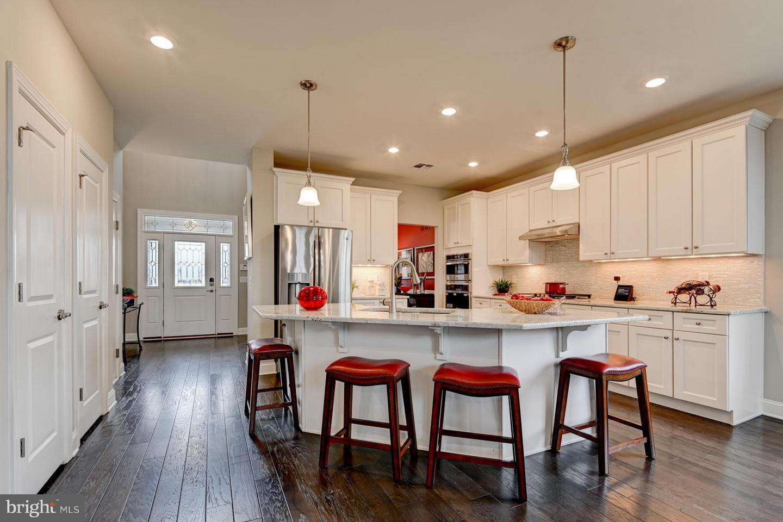 Частный односемейный дом для того Продажа на 66 BERNINI WAY Monmouth Junction, Нью-Джерси 08852 Соединенные ШтатыВ/Около: South Brunswick Township