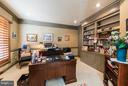 Library with built-i bookcases - 21813 AINSLEY CT, BROADLANDS