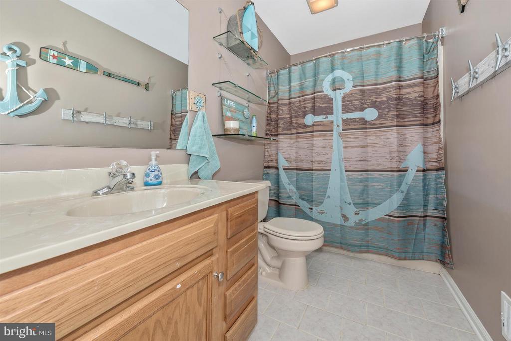 Upper level full bathroom. - 10204 LADOGA PL, NEW MARKET