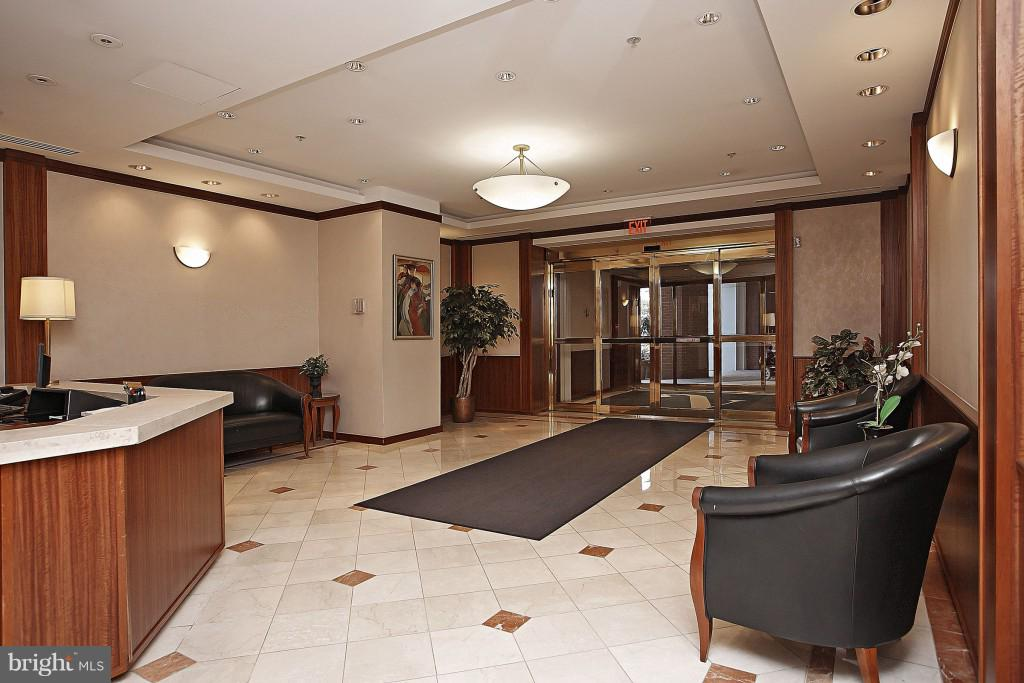 24 hour front desk - 900 N STAFFORD ST #2620, ARLINGTON