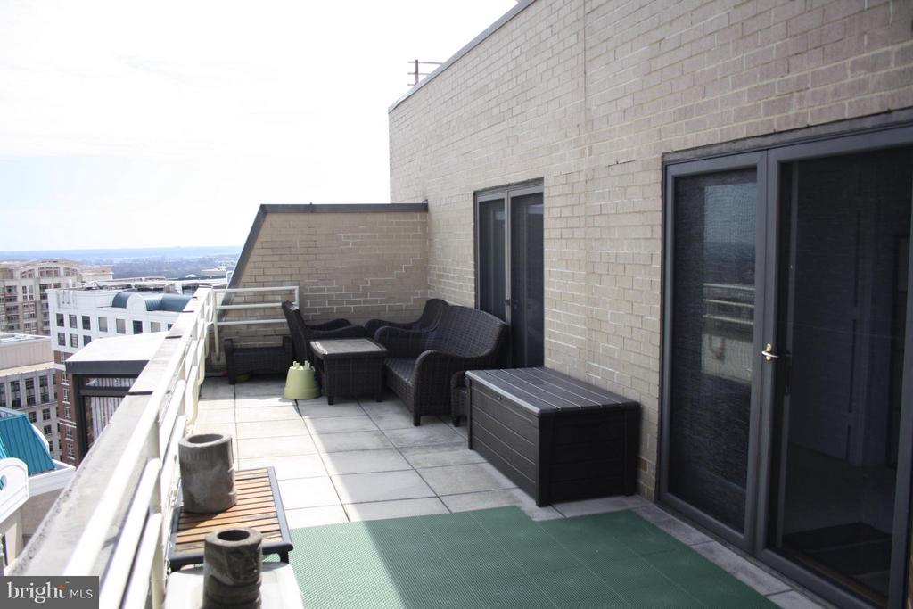 Rooftop terrace - 900 N STAFFORD ST #2620, ARLINGTON
