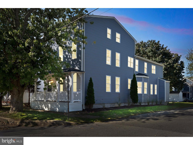 Частный односемейный дом для того Продажа на 300 WASHINGTON Street Delaware City, Делавэр 19706 Соединенные Штаты