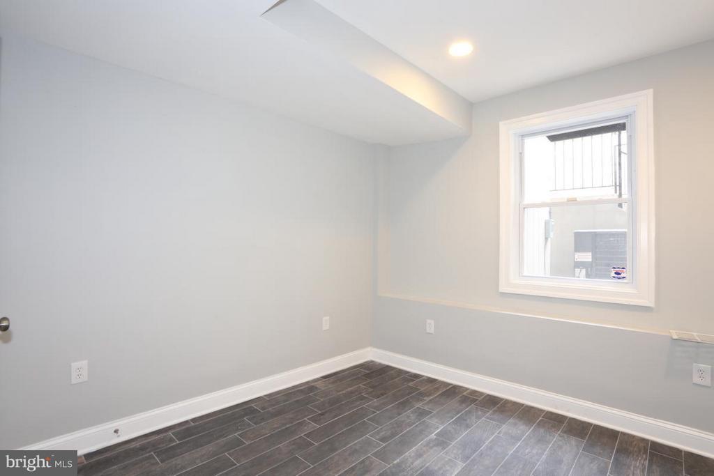 Unit B Bedroom - 3015 SHERMAN AVE NW, WASHINGTON