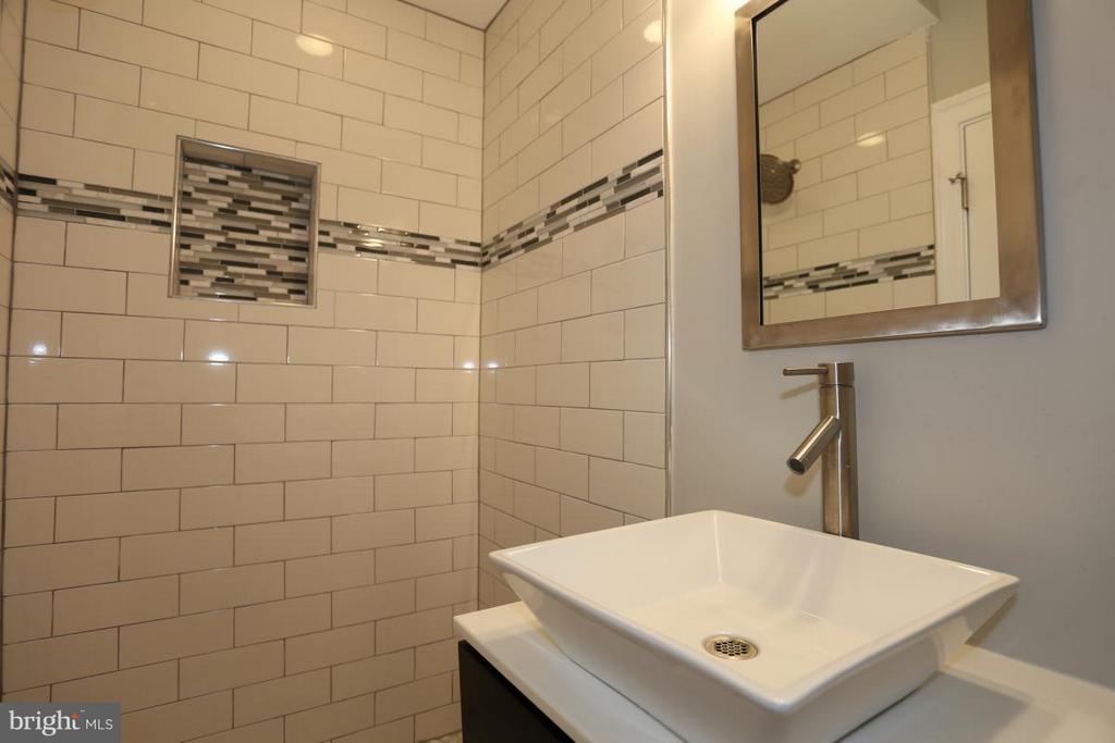 Unit B Master Bathroom - 3015 SHERMAN AVE NW, WASHINGTON