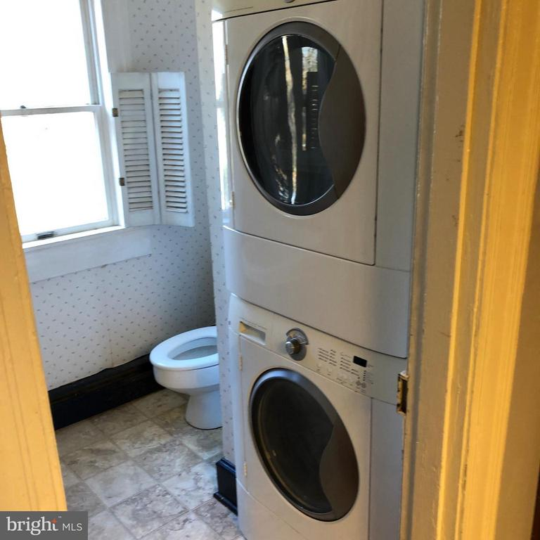 Laundry Rm w/ 1/2 Bath - 1919 CASTLEMAN RD, BERRYVILLE
