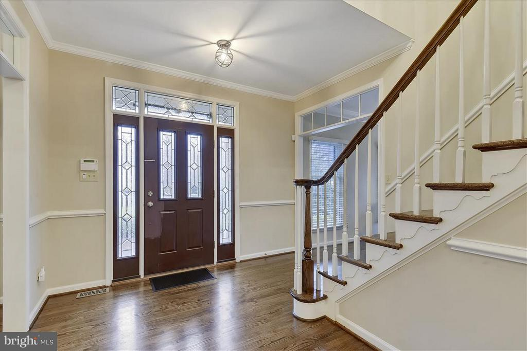 Main level Entry - 1501 DADE LN, ALEXANDRIA