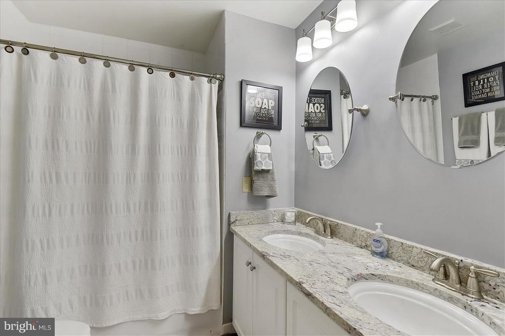 Upper level Bath - 1501 DADE LN, ALEXANDRIA