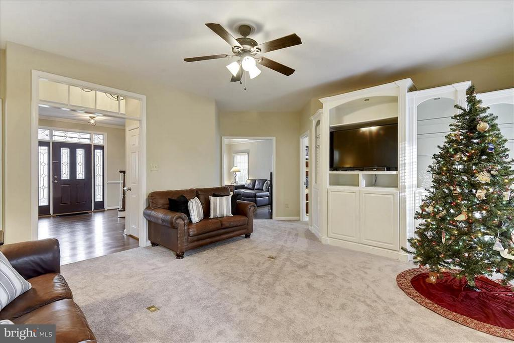 Main level Family Room - 1501 DADE LN, ALEXANDRIA