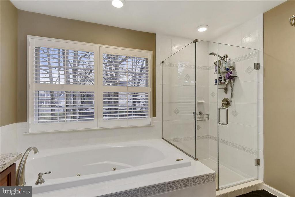Upper level Shower - 1501 DADE LN, ALEXANDRIA