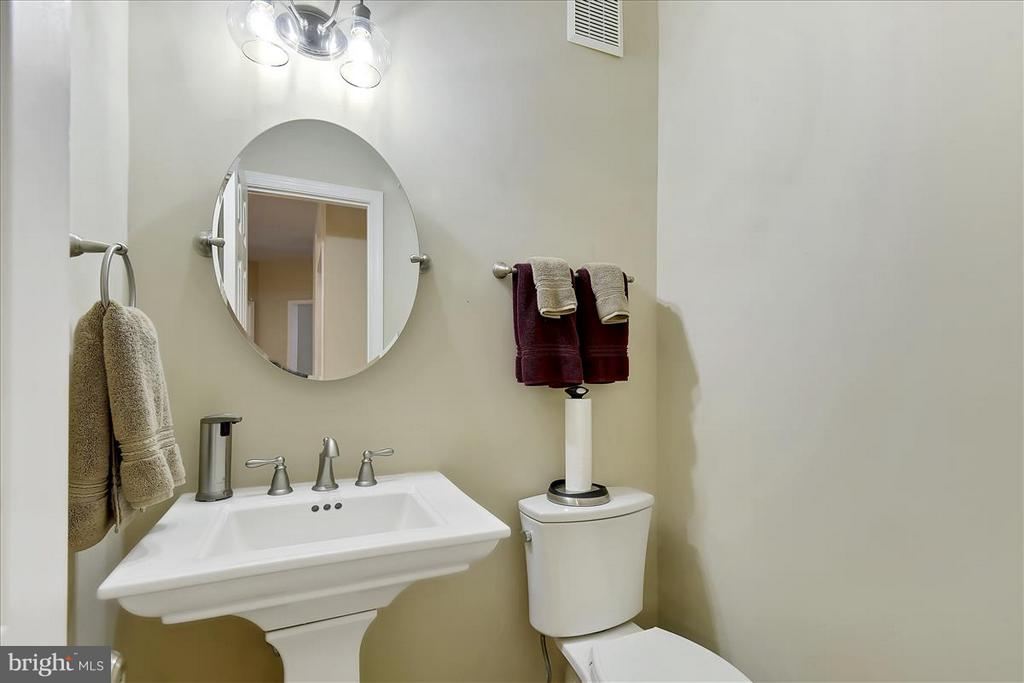 Main level Powder Room - 1501 DADE LN, ALEXANDRIA