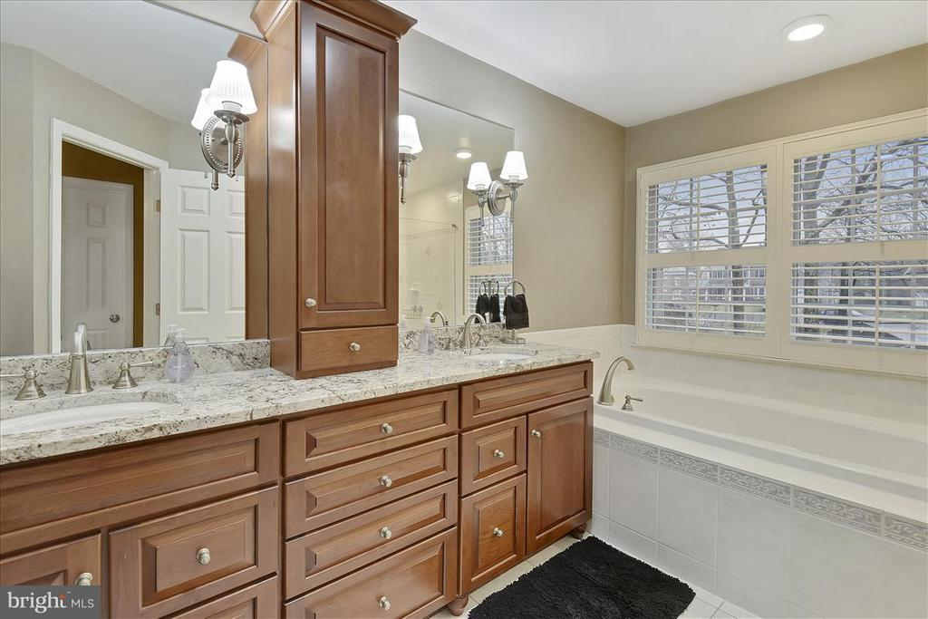 Upper level Master Bath - 1501 DADE LN, ALEXANDRIA