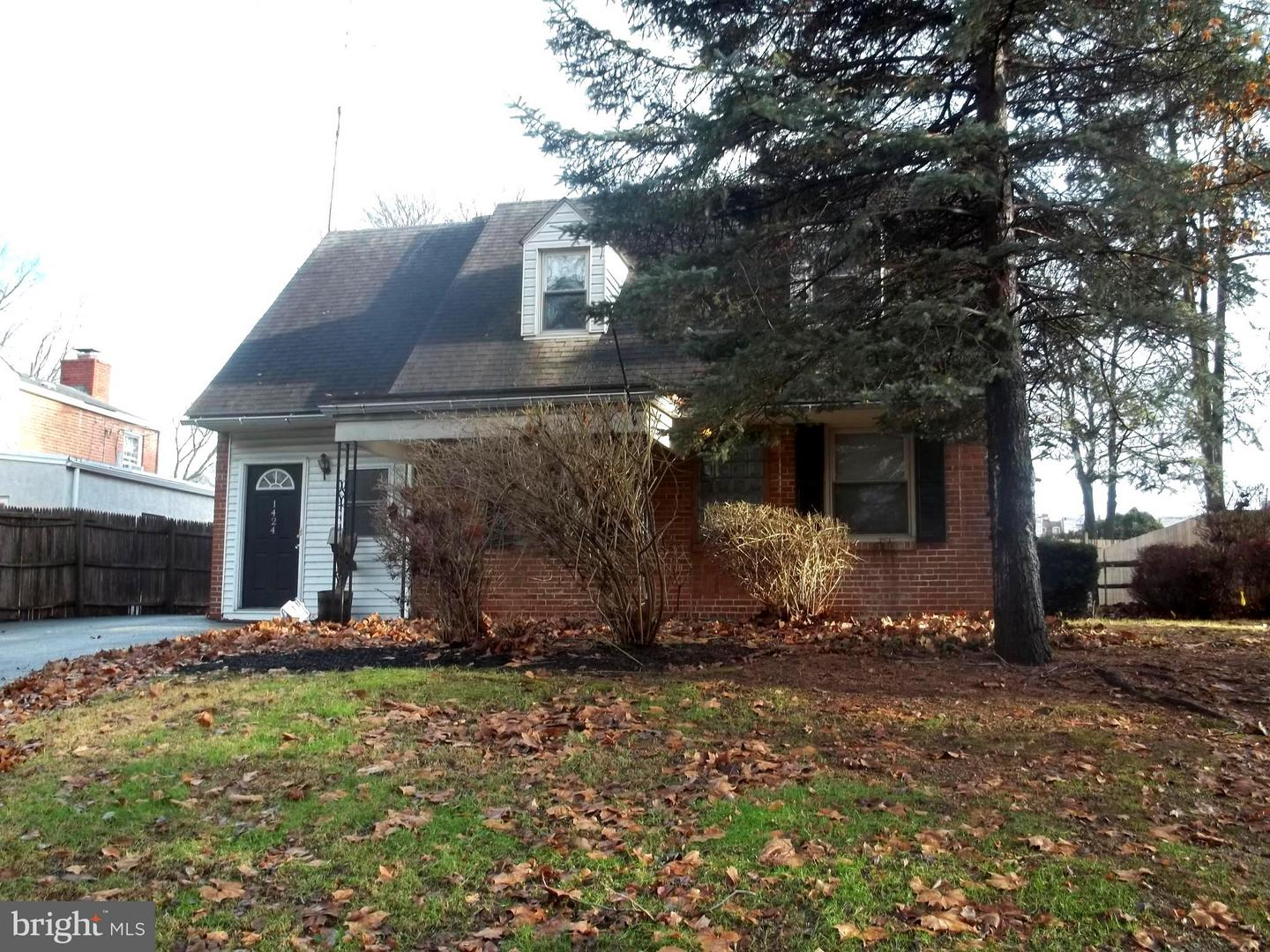 Photo of home for sale at 1424 Harding Boulevard, Norristown PA