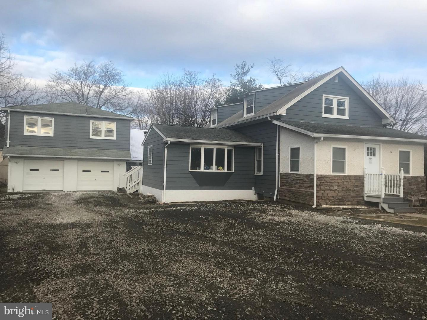 Photo of home for sale at 402 Avenue B, Horsham PA
