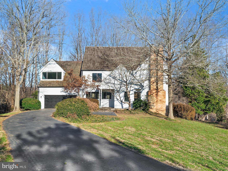 Single Family Home for Sale at 9102 White Chimney Lane 9102 White Chimney Lane Great Falls, Virginia 22066 United States