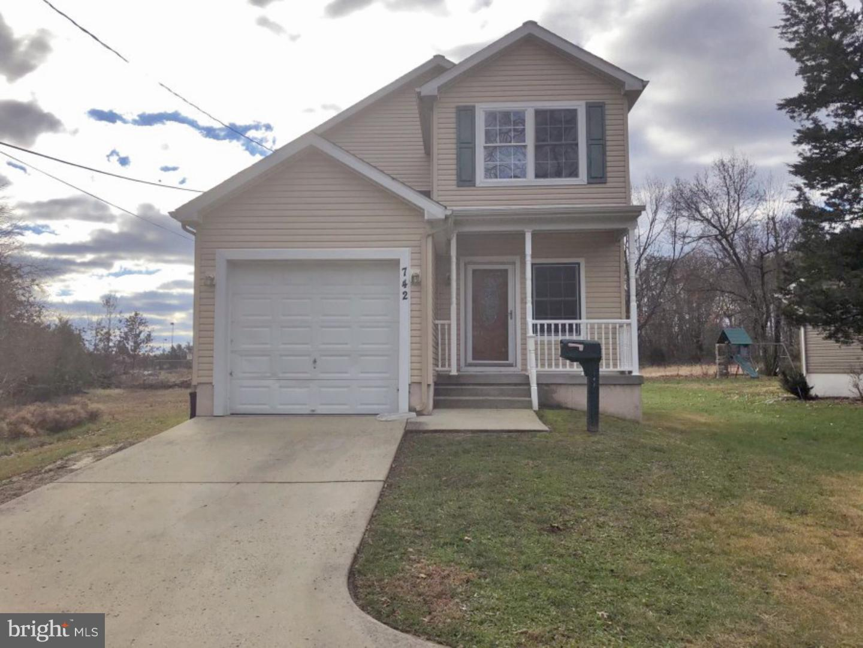 Частный односемейный дом для того Продажа на 742 E EVESHAM Avenue Magnolia, Нью-Джерси 08049 Соединенные Штаты
