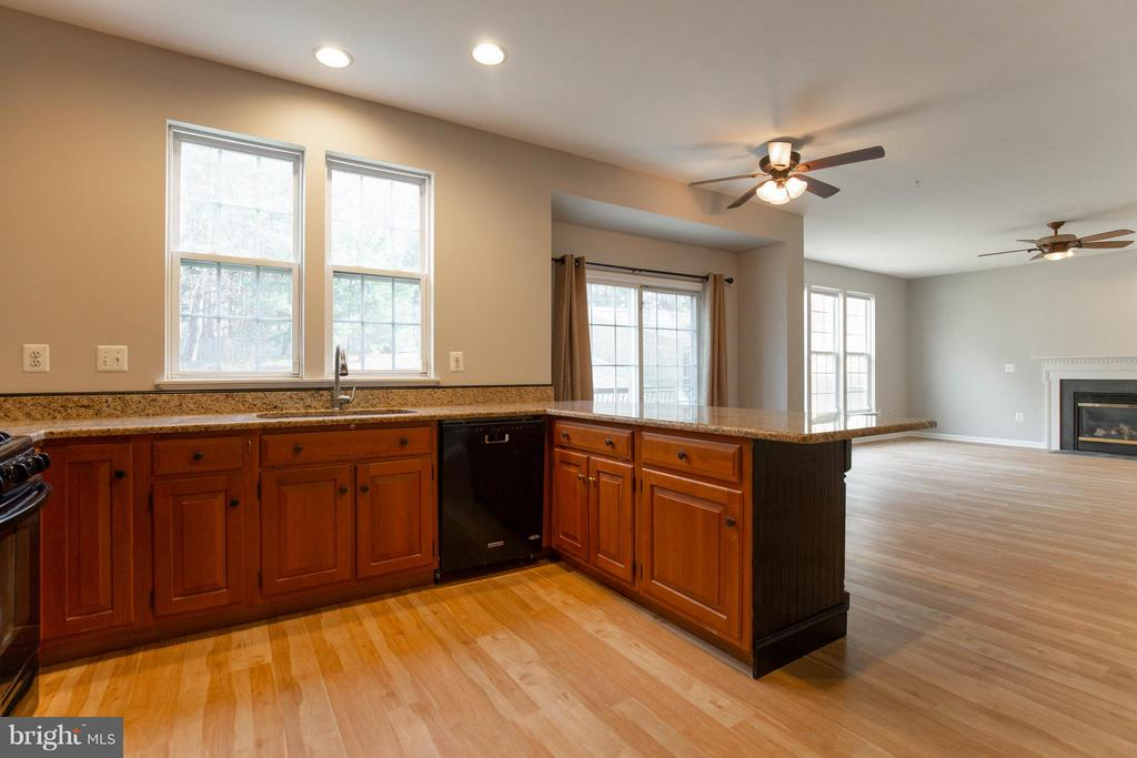 Recently renovated kitchen - 15333 TINA LN, WOODBRIDGE