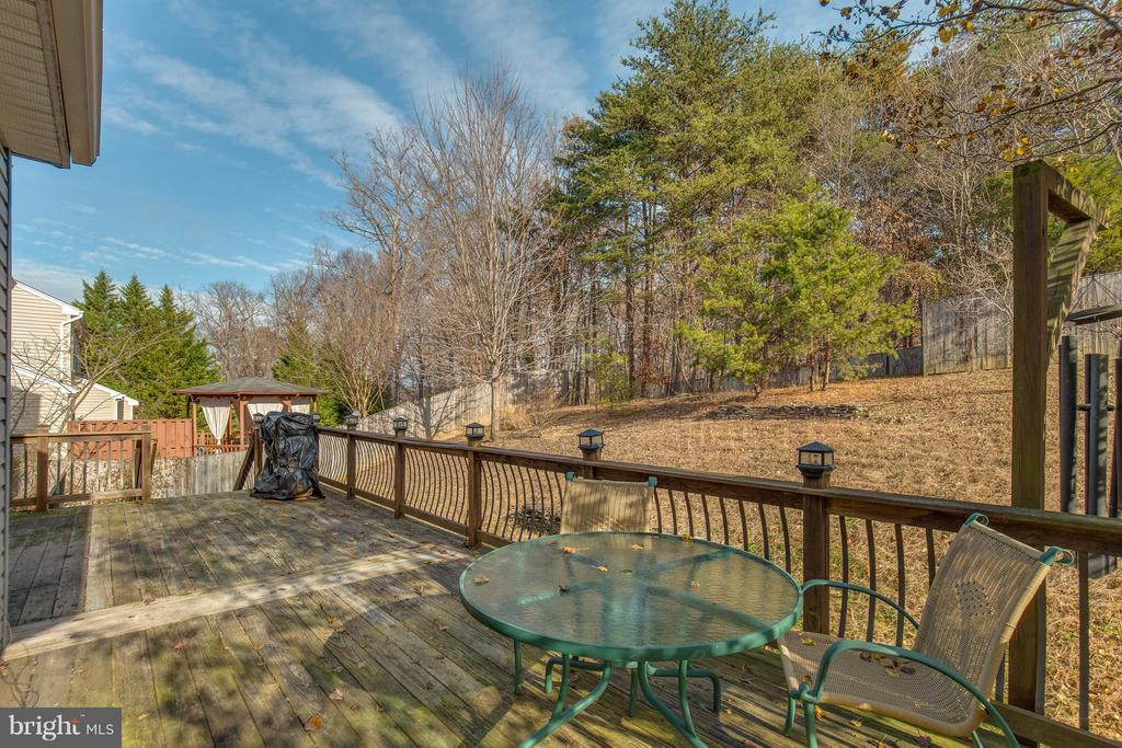 Large deck in back yard - 15333 TINA LN, WOODBRIDGE