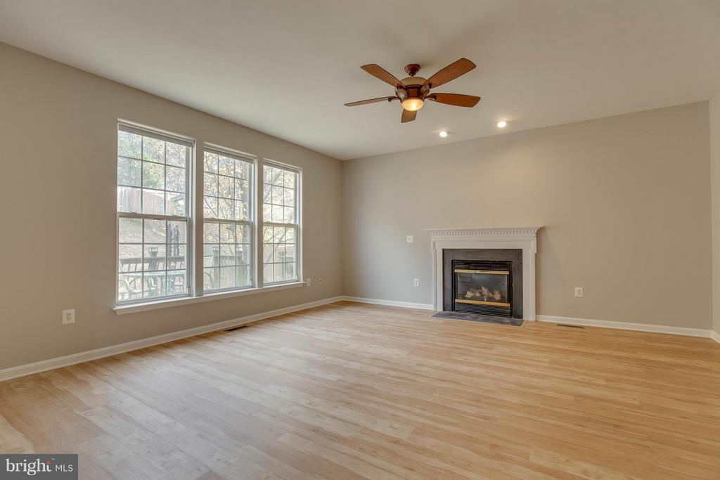 Family room area with gas fireplace - 15333 TINA LN, WOODBRIDGE