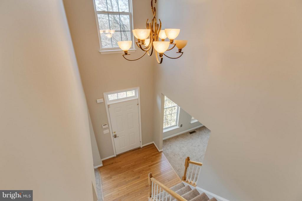 High ceiling upon entry - 15333 TINA LN, WOODBRIDGE