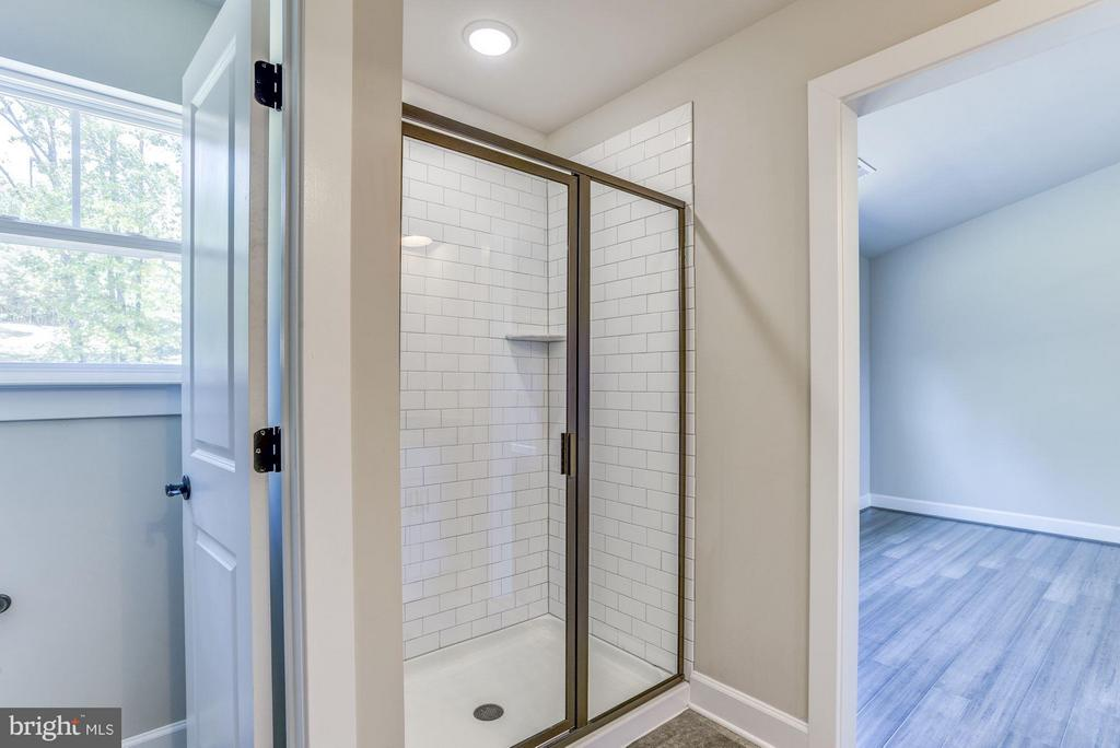 Xtra Large Shower in Master. - WOOD LANDING RD, FREDERICKSBURG