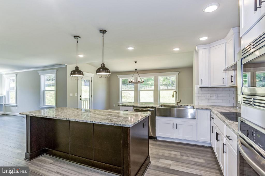 Amazing kitchen with upgrades galore! - WOOD LANDING RD, FREDERICKSBURG