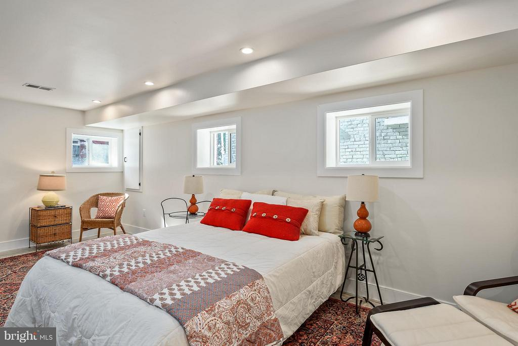 Lower level bedroom with separate rear entrance - 729 HARVARD ST NW, WASHINGTON