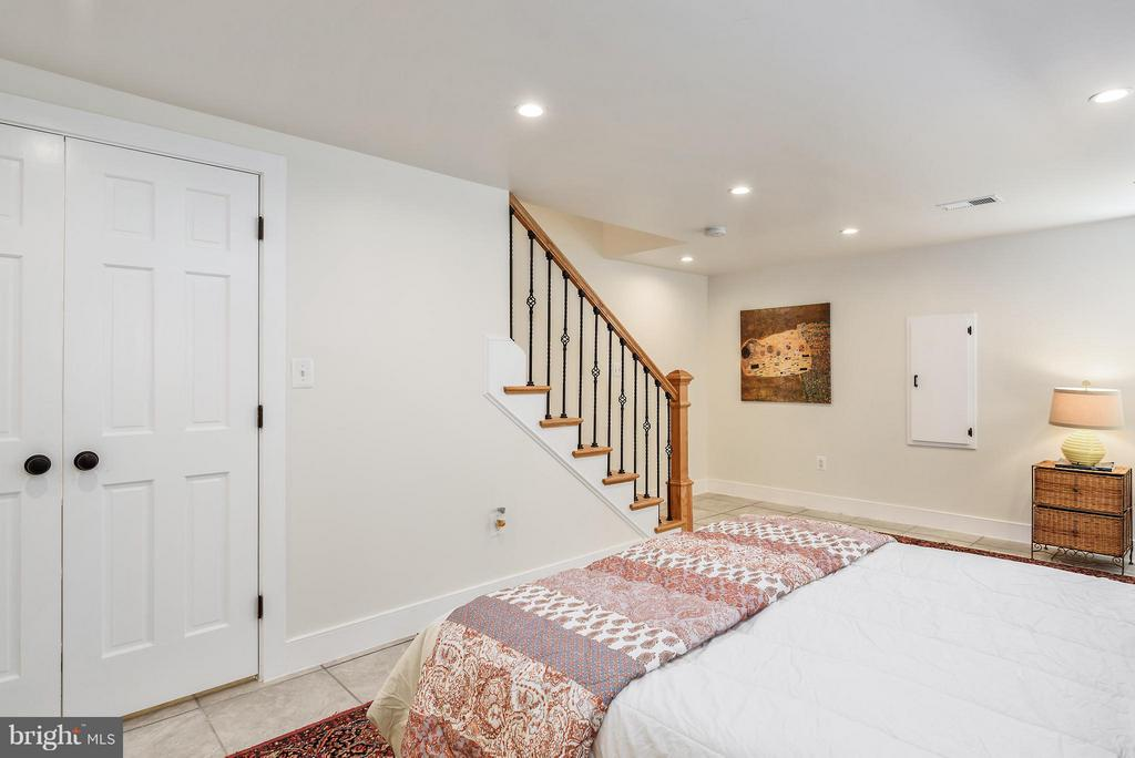 Great ceiling height downstairs - 729 HARVARD ST NW, WASHINGTON
