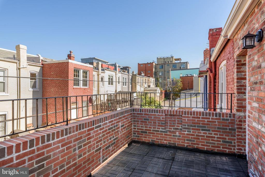 Private rear terrace off the master - 729 HARVARD ST NW, WASHINGTON