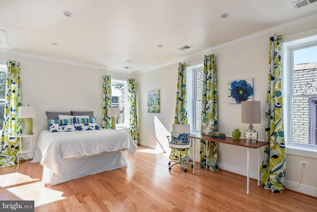 Entire upstairs has been remodeled - 729 HARVARD ST NW, WASHINGTON