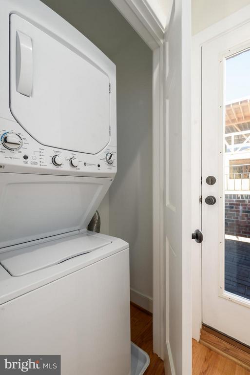 Washer/dryer on upper level - 729 HARVARD ST NW, WASHINGTON