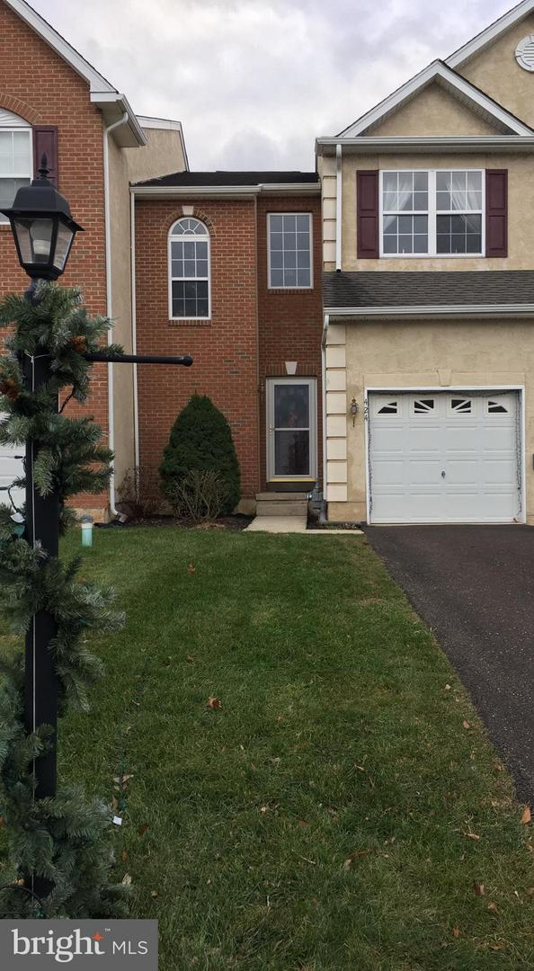 Photo of home for sale at 424 Auburn Court, Souderton PA